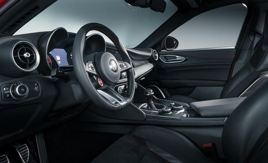 2017 alfa romeo giulia sedan review car from japan for Alfa romeo 159 interieur