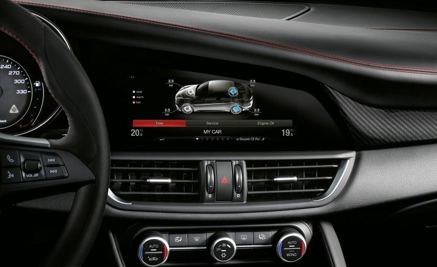 2017 Alfa Romeo Giulia Touchscreen