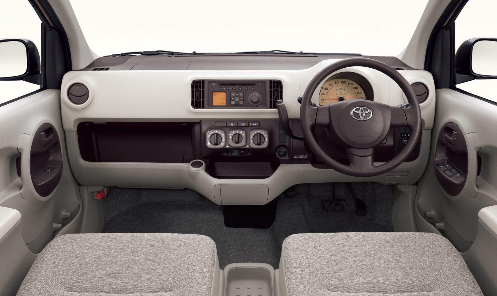 Toyota Passo interior