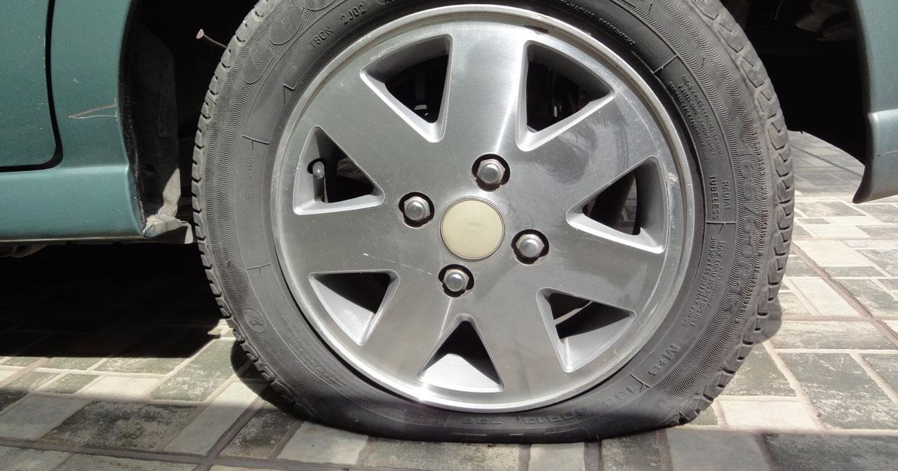 Mazda 3 Owners Manual: Flat Tire