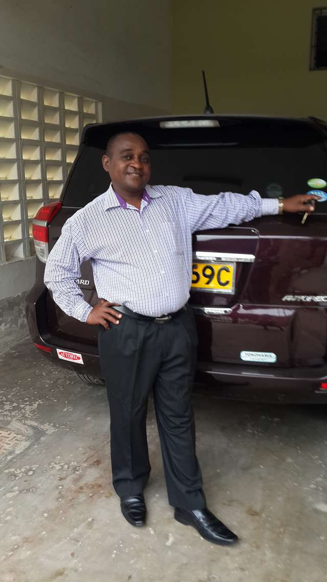 Benson Mutie Maithya reviews Toyota Vanguard 2010 and give 5 ratings