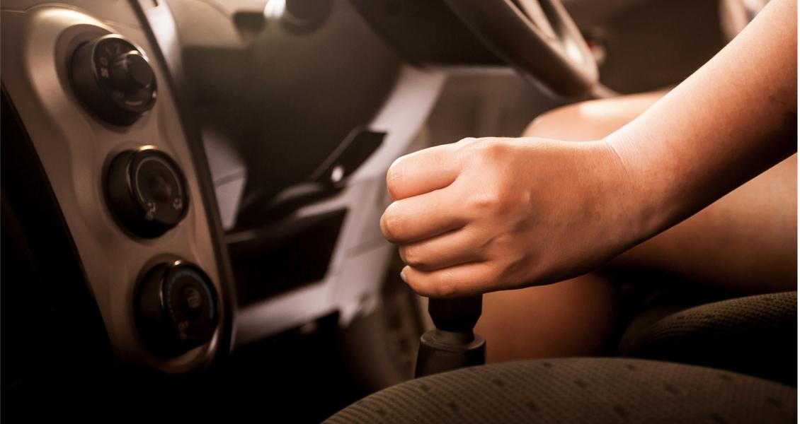 difference between manual and automatic gearbox