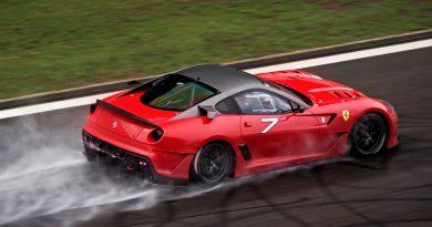 car-under-the-rain