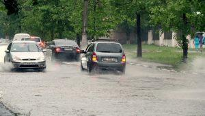 cars keep distance in rain