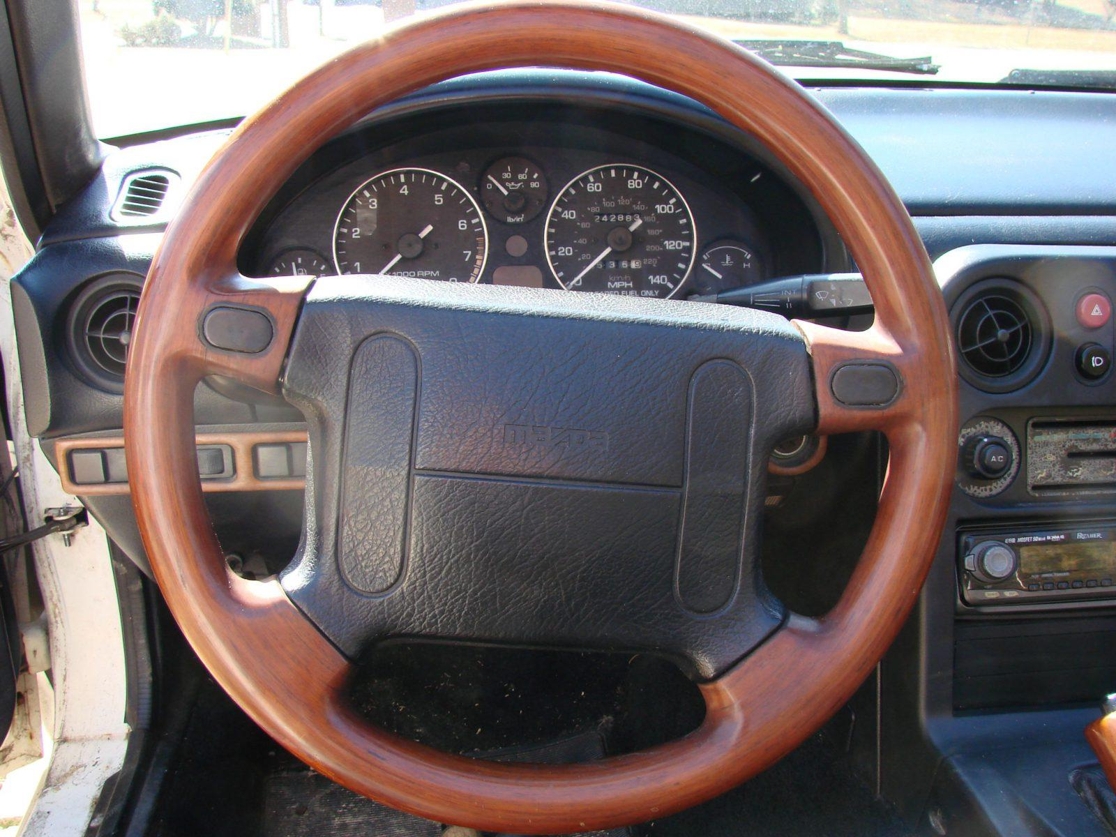 Tips To Clean 5 Types Of Steering Wheel Car From Japan