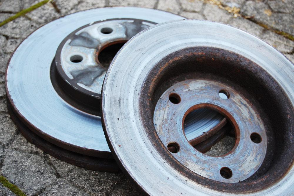 Worn-out rotor discs cause grinding noises when braking.