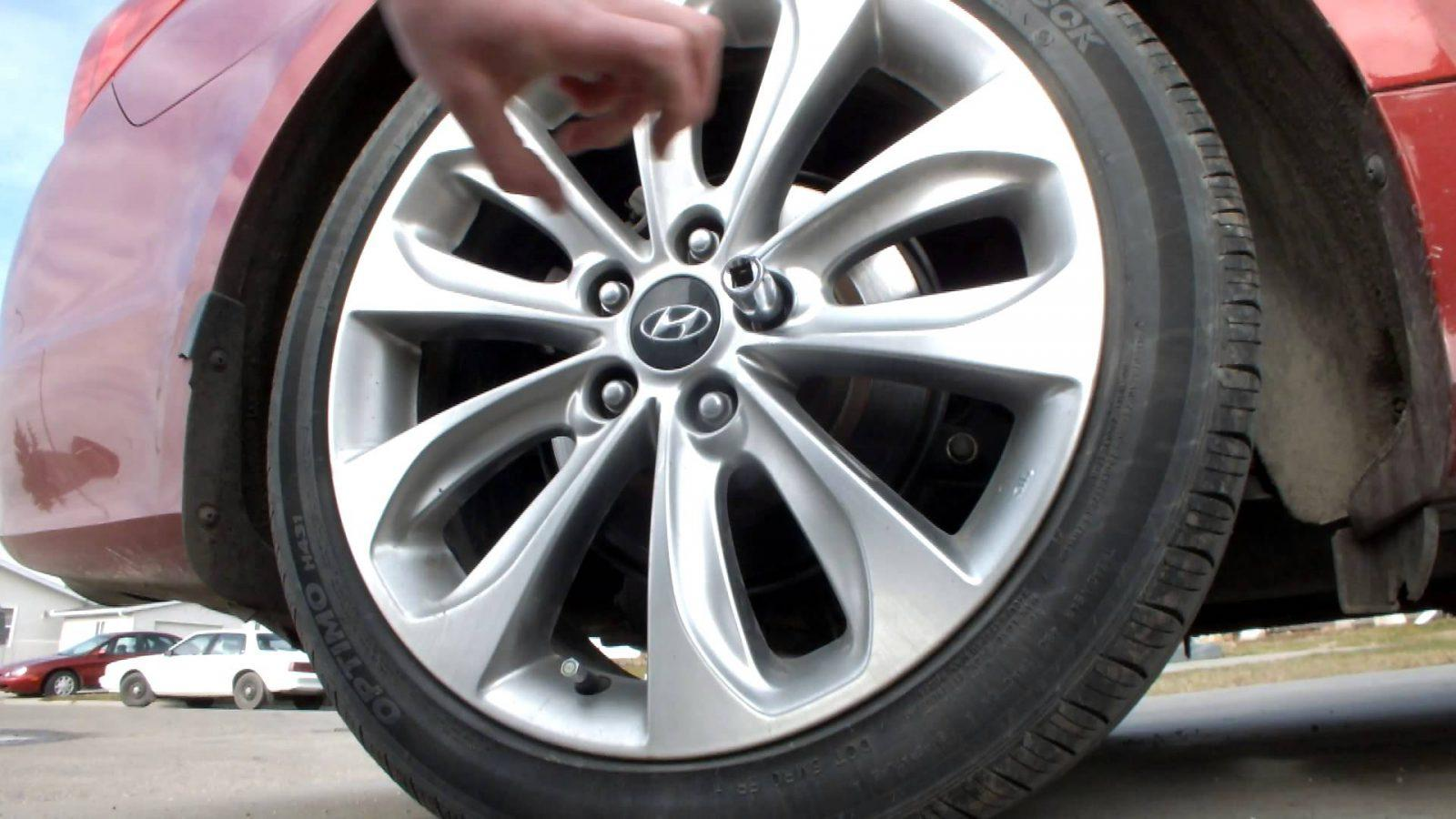 How To Remove Rounded Lug Nuts Like A Pro CAR FROM JAPAN - Acura mdx wheel lock key