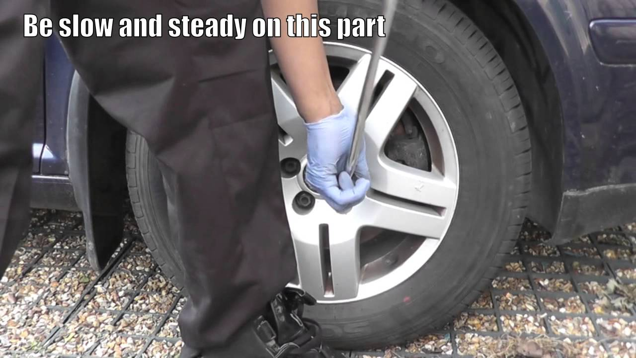 Process of how to remove rounded lug nuts