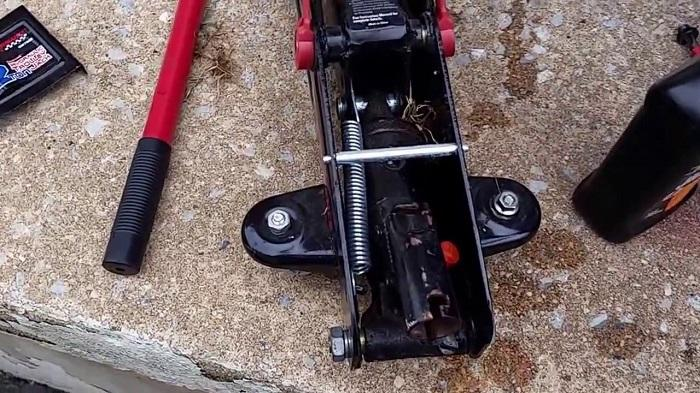 changing hydraulic fluid