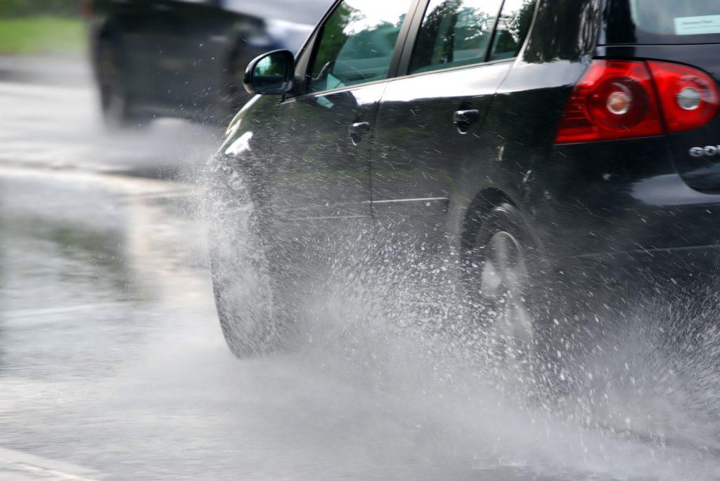 What are the symptoms of hydroplaning