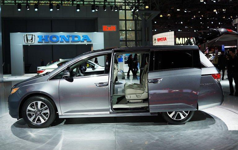 Honda recalls 800,000 Odyssey minivans