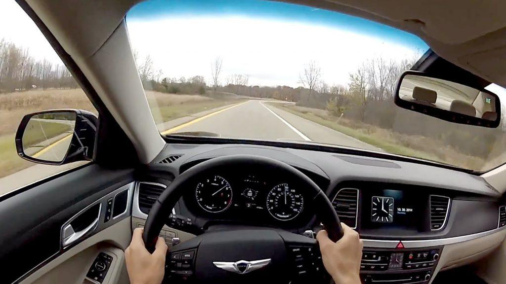 Tips for Using mirrors while driving is useful