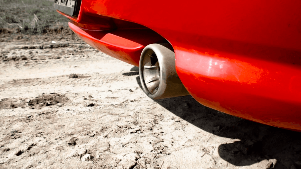 How does an exhaust leak sounds like while driving?
