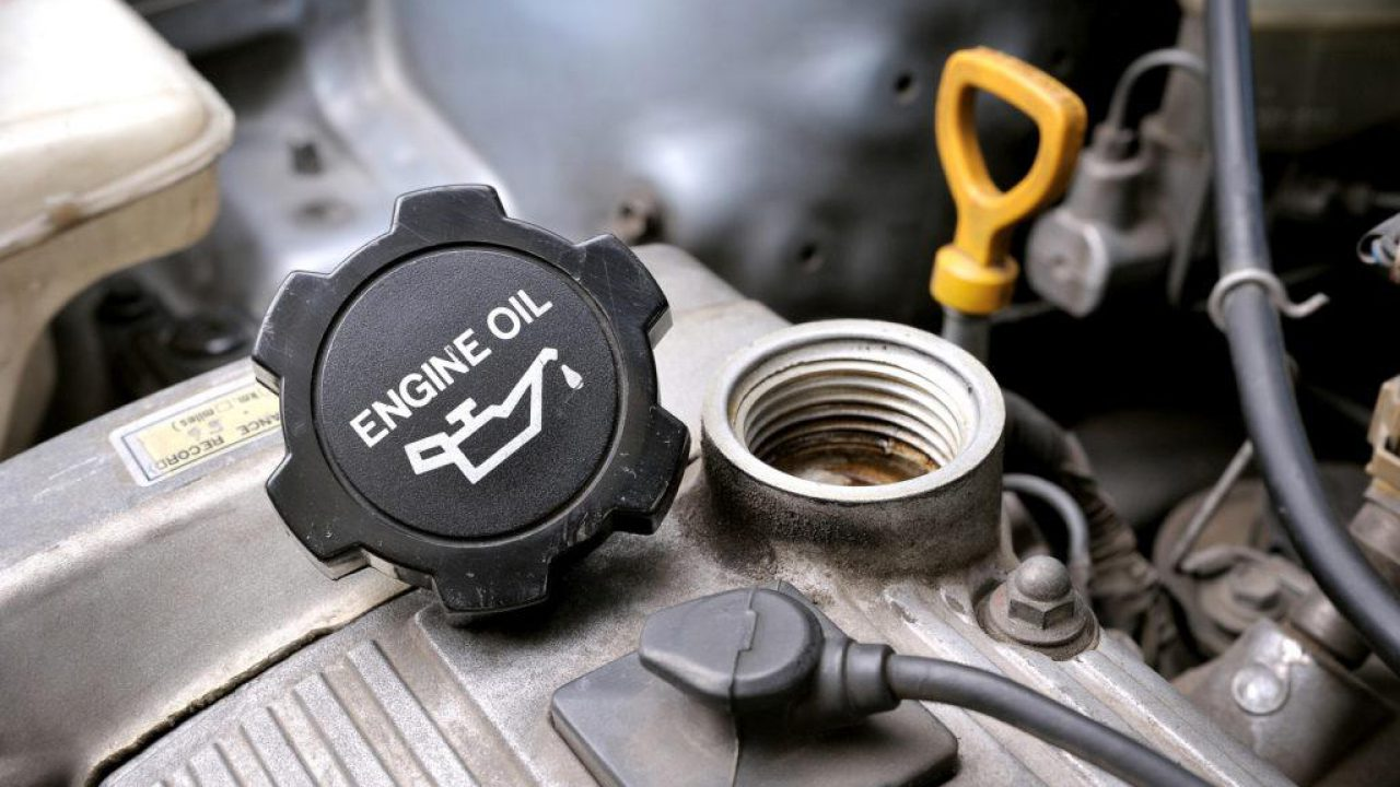 The Reasons and Solutions for Smoke from Oil Cap | CAR FROM