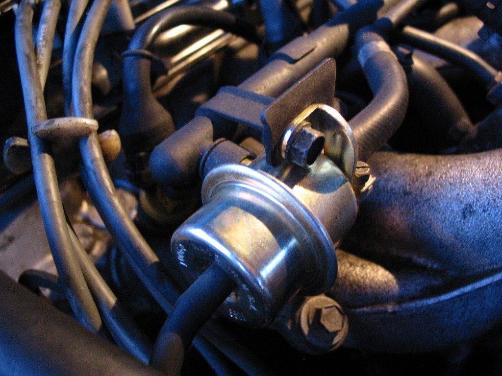bad fuel pressure regulator symtoms