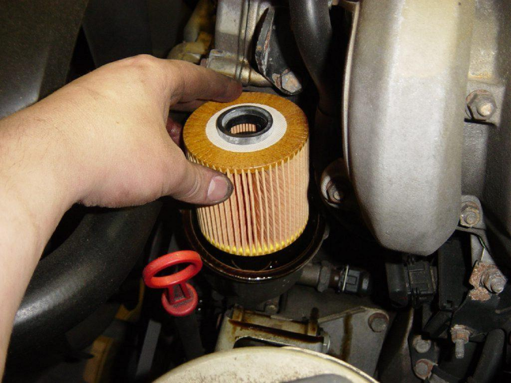 All about replacing oil filter and air filter