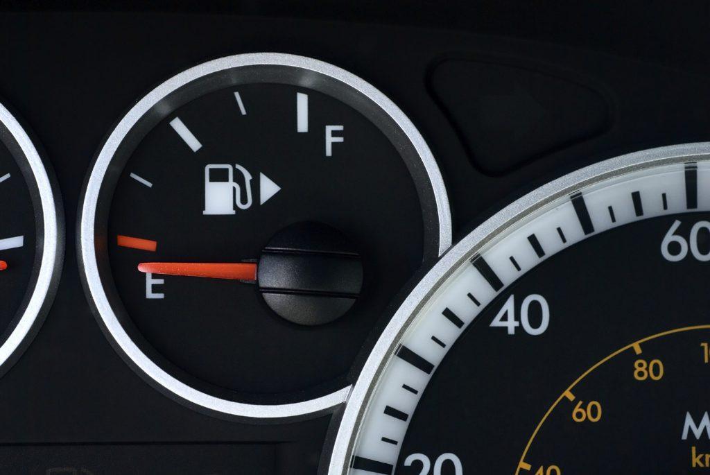 Use of fuel gauge arrow