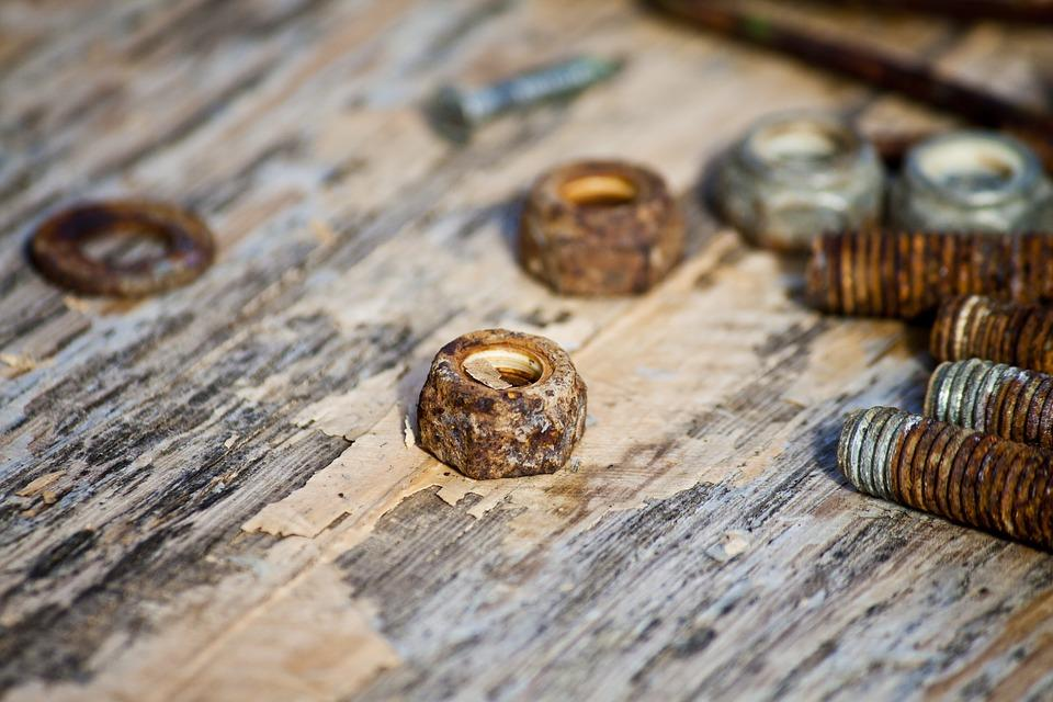 Learn about how to remove rusted exhaust bolts