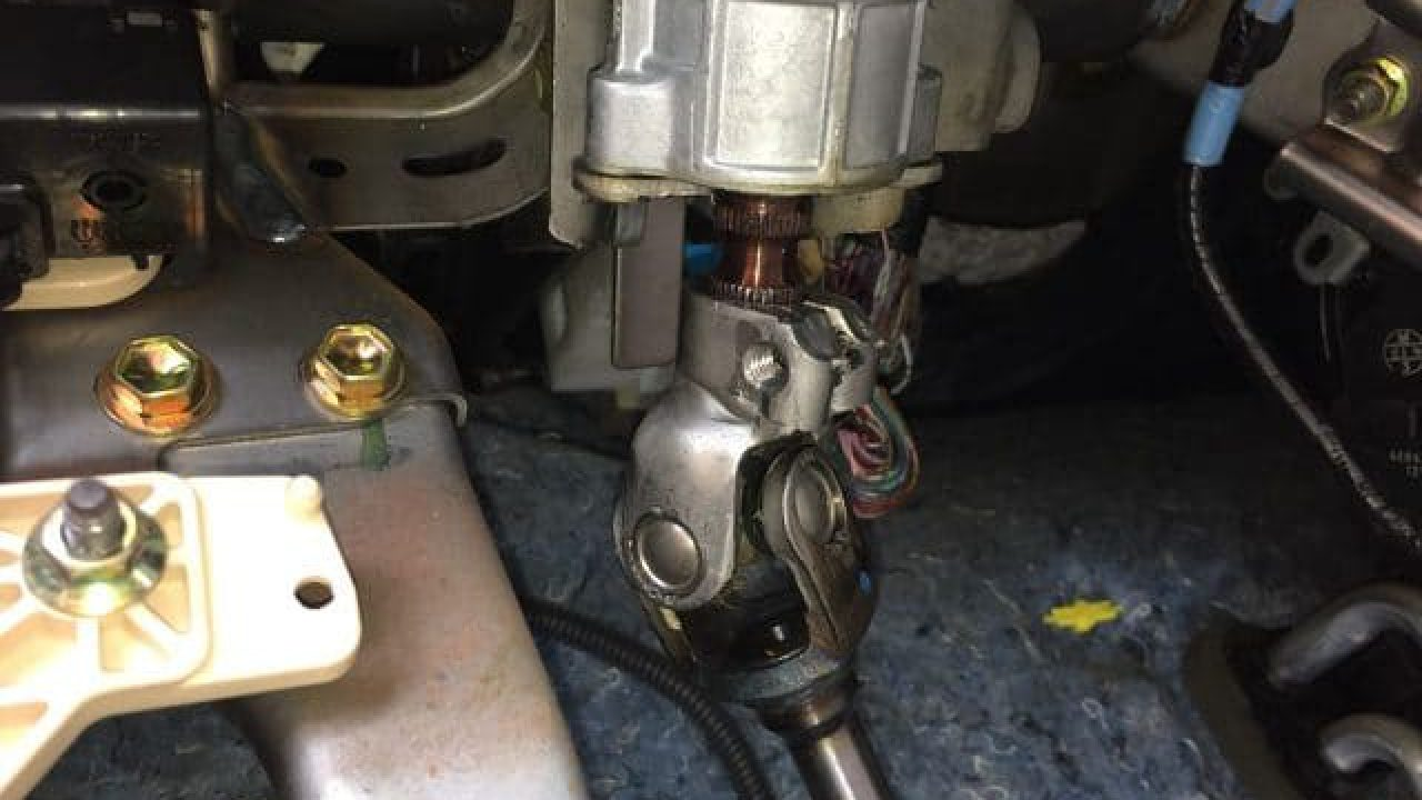 5 Warning Signs Of Bad Intermediate Steering Shafts | CAR