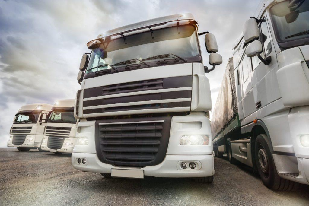 WHY DO SOME TRUCK DRIVERS TURN ON THEIR HEADLIGHTS IN DAYTIME Smackdown