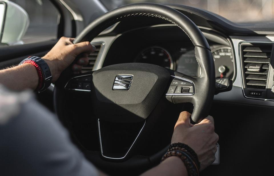 Why you should not rest your hand on the gearstick? Know Here