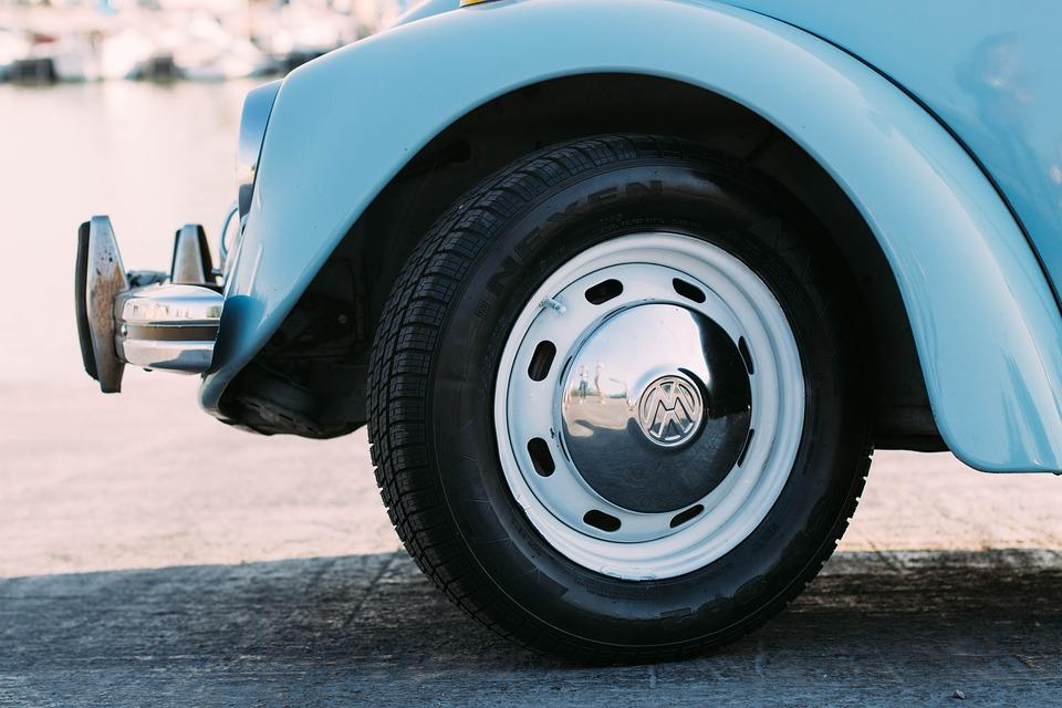 How to take air out of a tire? The Definitive Guide