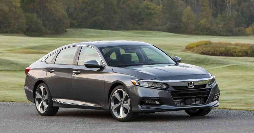 Camry hybrid vs Accord hybrid: the differences to know