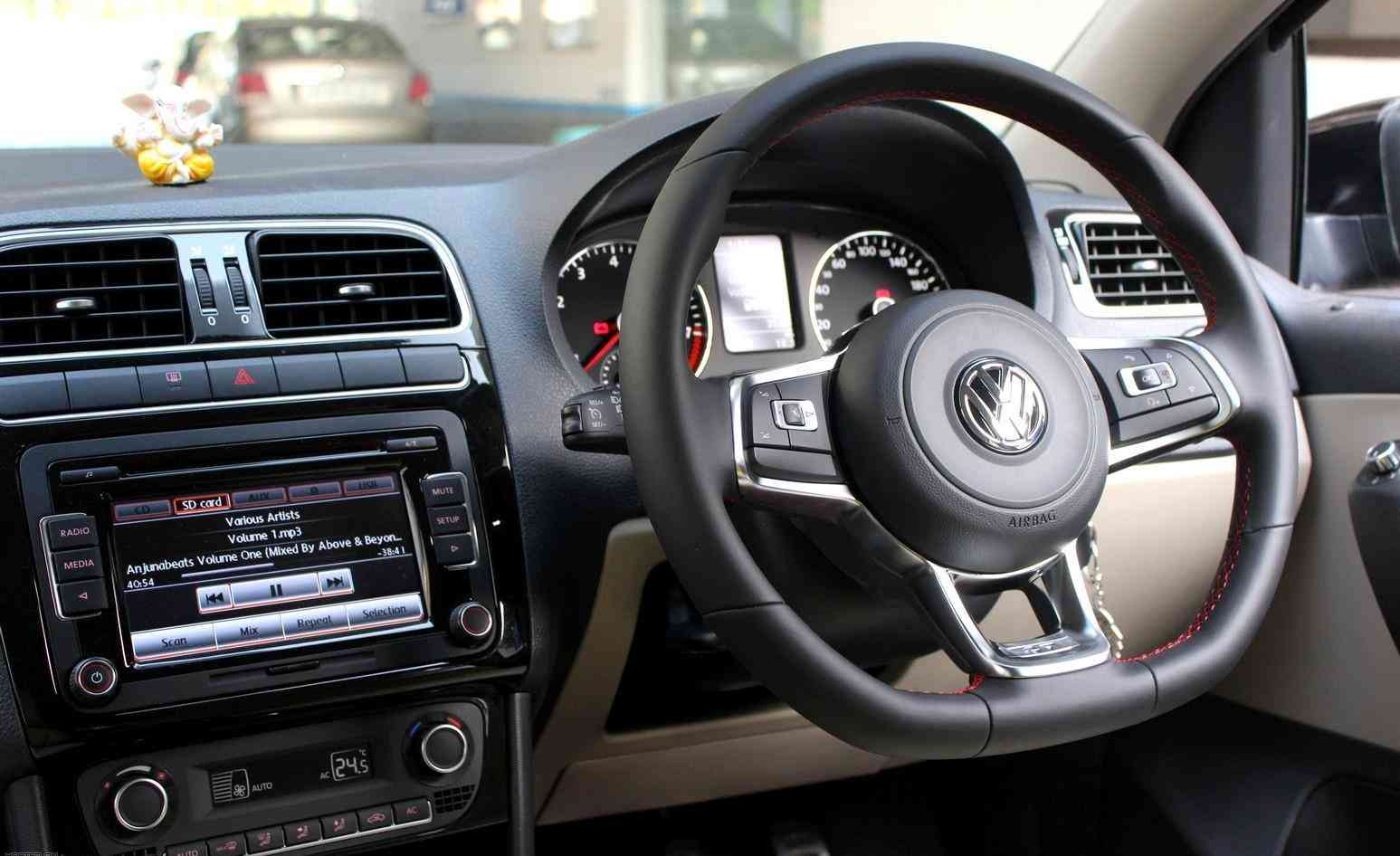 Flat bottom steering wheel- everything explained in detail