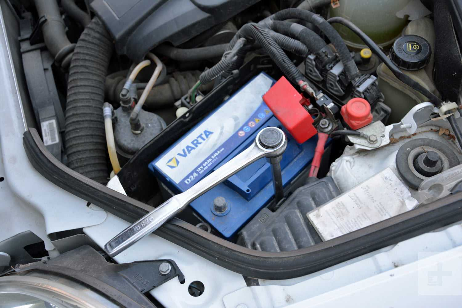 How To Remove A Car Battery? The Steps To Follow | CAR FROM