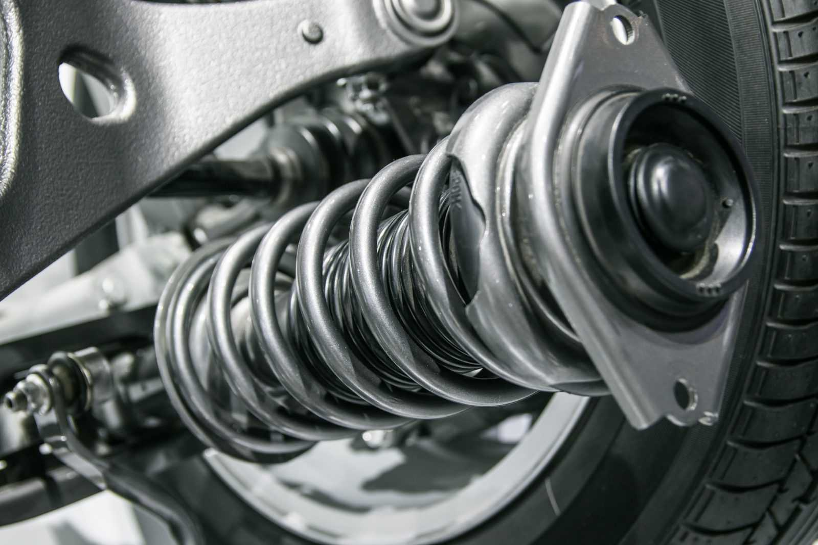 A vehicle without struts increases the chances of tires falling flat on the ground
