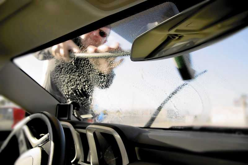 clean windshield without streaks