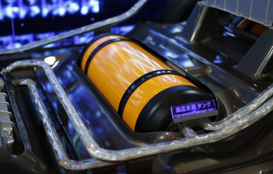 hydrogen tank in Hydrogen fuel cell vehicle
