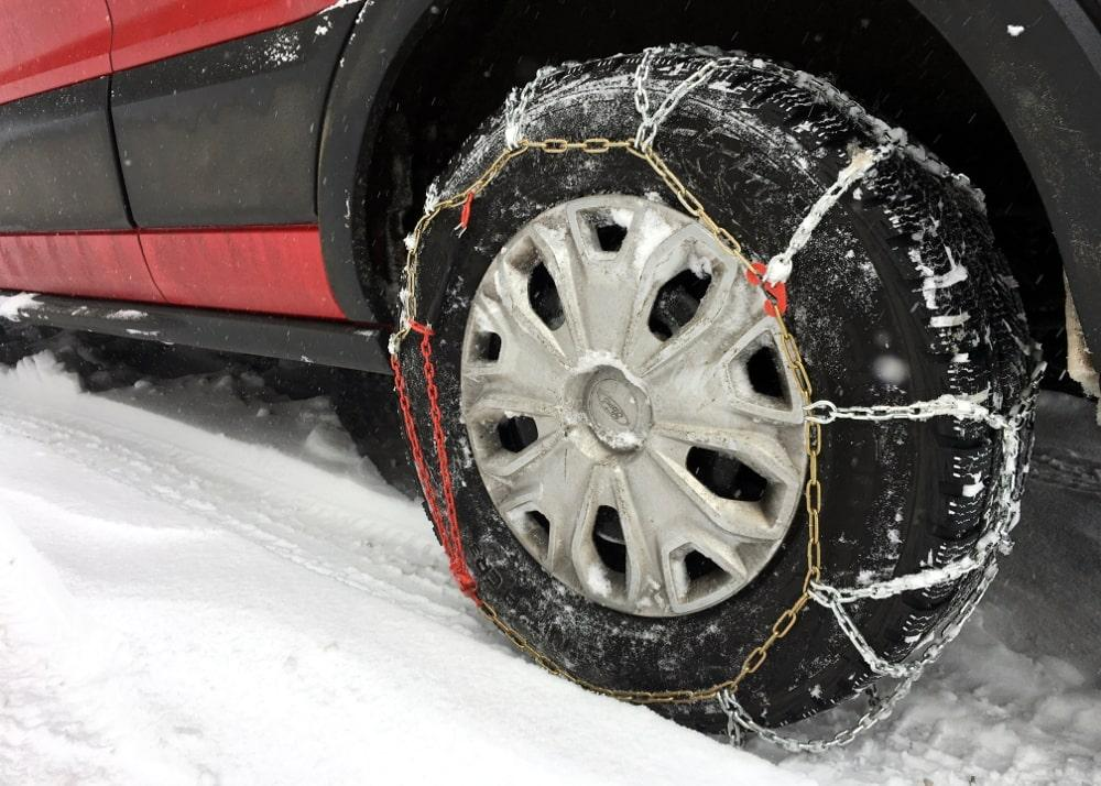 tire chain in snow