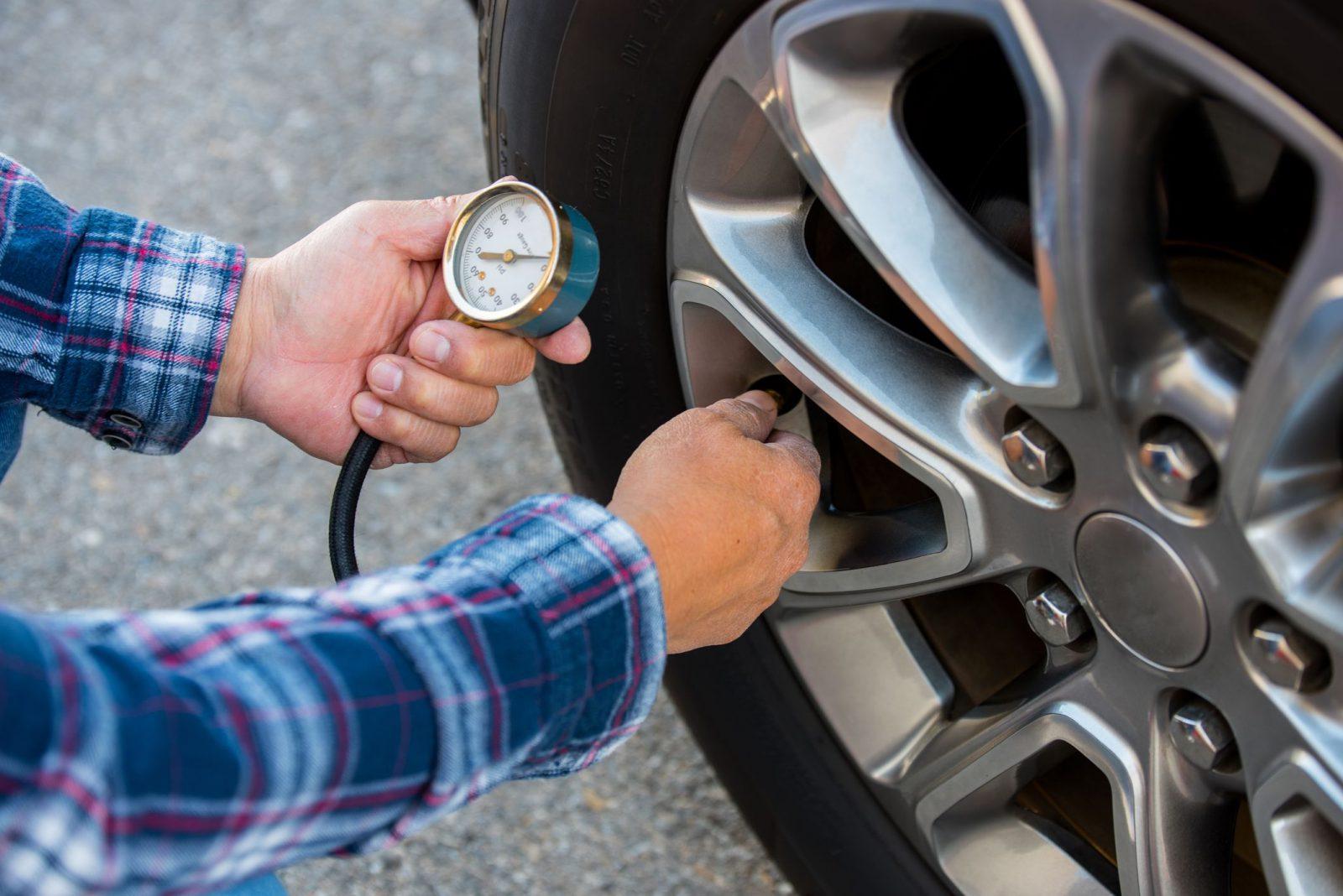 Dial tire pressure gauges