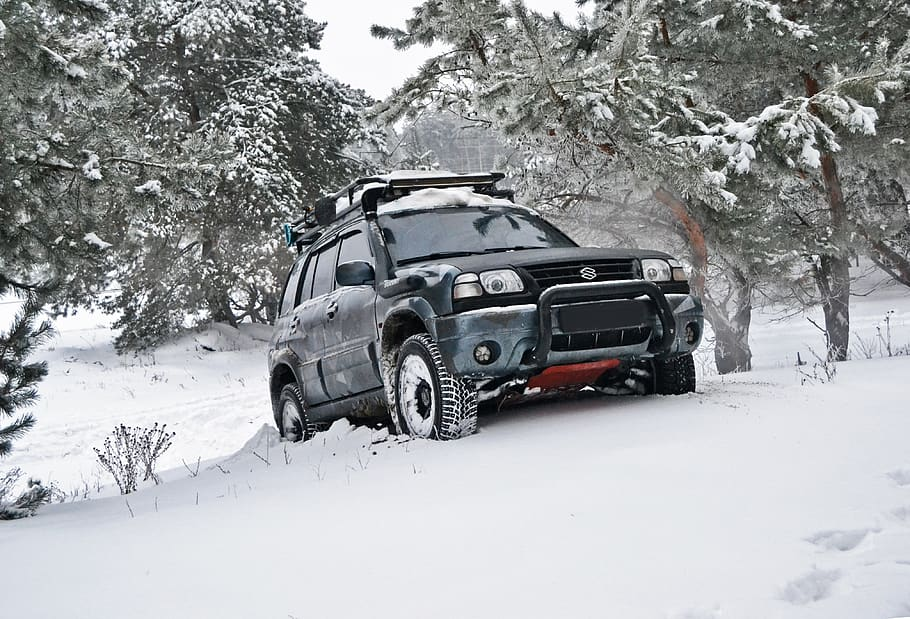 4H 4WD car in snow