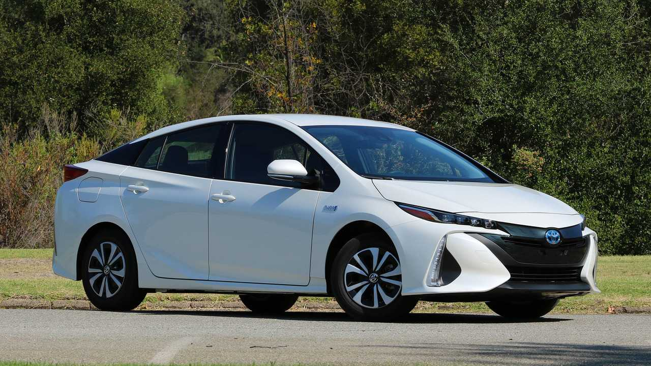 Toyota Prius 2017 fuel efficient