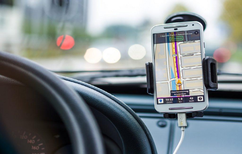 using navigation map while driving