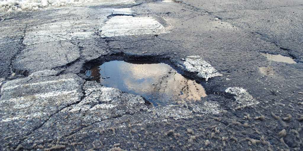 can hitting a pothole damage your car